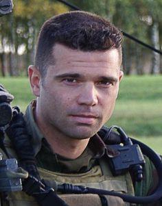 Harold Vormezeele, le sous-officier du 2e REP de Calvi (Corse), est le deuxième militaire français tué depuis le début de l'intervention au Mali. Hommages