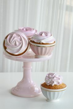 WHITE CUPCAKE with OMBRE PASTEL ANGEL FEATHER ICING [passionforbaking] [frosting designs] [novelty]