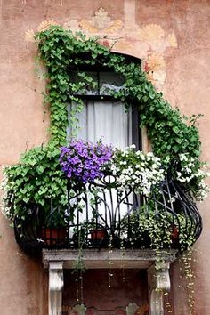 Small balcony decor - the most romantic Juliet balcony design ideas Jardin Decor, Juliet Balcony, Iron Balcony, Balcony Window, Tiny Balcony, Balcony Railing, Garden Windows, Window Boxes, Flower Boxes