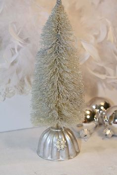 Brush tree in gelatin mold--they have tons of those trees, in asst colors, at Walmart this year! Noel Christmas, Primitive Christmas, Country Christmas, White Christmas, Christmas Ornaments, Shabby Chic Christmas, Vintage Christmas, Christmas Projects, Holiday Crafts