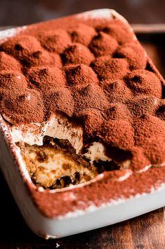 Vegan Chocolate: Unapologetically Luscious and Decadent Dairy-Free Desserts Vegan Tiramisu, Tiramisu Recipe, Seitan, Vegan Foods, Vegan Recipes, Bolos Light, Cheesecake Recipes, Dessert Recipes, Vegan Christmas