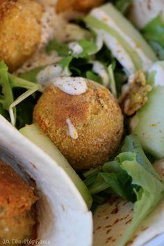Un grand classique de la cuisine vegan: les falafels! Une recette délicieuse et vraiment facile en toute saison! A la poêle ou au four, en plat ou en entrée, on adore!