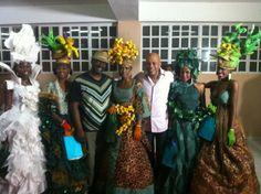 Des reines carnavalesques avec le président haitien Martelly (1er mars 2014). Cliquez sur la photo