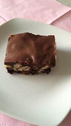En lettvint sjokoladekake som lages med kjeksbunn. Kaken tar litt tid på å kjøle seg i kjøleskapet, men trenger ikke å stekes. Banoffee Pie, Creme Brulee, Pavlova, Cupcakes, Yummy Food, Mest Populære, Banan, Desserts, Kaiserschmarrn