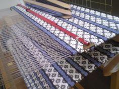 Handmade by Paulikki: Rosengång/ ruusukävelyruusukas/ruusukassodos Loom Weaving, Hand Weaving, Recycled Fabric, Weaving Techniques, Woven Rug, Recycling, Rugs, Crafts, Handmade