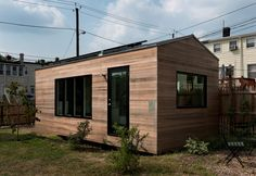 Since it's debut in the Minim tiny house has become one of the most iconic tiny homes in the U. Designed by Foundry Architects and Brian Levy, the Minim tiny house is the only micro house to win 3 American Institute of Architects design awards. Tiny House Swoon, Modern Tiny House, Tiny House Plans, Tiny House Design, Tiny House On Wheels, Tiny House Movement, Tyni House, Microhouse, Off Grid House