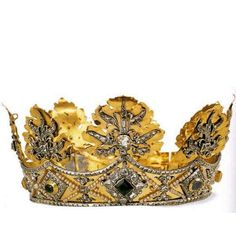 """ITALY - CROWN WITH PEARLS - 1681 : This crown was commissioned by Victor Amadeus II of Savoy to thank the Virgin of Oropa for the end of the war. The jewel , with a pattern of rosettes on the model of those heraldic. It underwent several changes, the most recent of which dates back to 1820, commissioned by King Vittorio Emanuele I of Savoy. The crown was made by Giuseppe Bogetto in Turin and donated to the sanctuary to be used during the """" coronation """" of the symbolic statue of the Black…"""