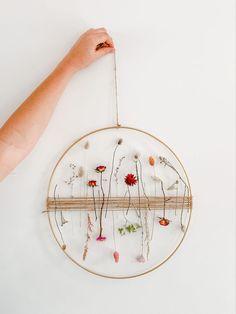 Flower Crafts, Diy Flowers, Diy Home Crafts, Arts And Crafts, Diy Fleur, Dried Flower Wreaths, Fleurs Diy, Art Diy, Dried Flower Arrangements
