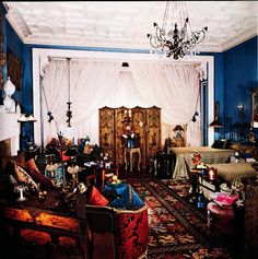 The Peak of Chic®: Iris Apfel, Visual Gourmet Interior Ideas, Interior Design, Room Style, Magnifying Glass, Wall Treatments, Fashion Room, Travel Couple, Old World, Icon Design