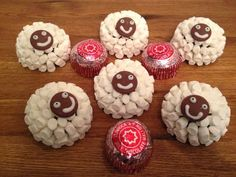 TUNNOCK'S TEACAKE EASTER LAMBS Tunnock's Teacakes Mini Marshmallows Giant Chocolate Buttons Milk Chocolate Royal Icing Sugar or Ready made White Icing or White Chocolate Melt your chocolate and brush it on to completely cover the teacake. Stick on the mini marshmallows in a single layer all the way round the bottom of the teacake. Continue in layers until the whole teacake is covered. Pop your sheep body in the fridge to set. Make up icing, melt white chocolate or use ready made icing to…