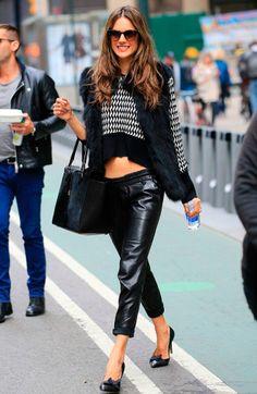 Los pantalones tipo 'joggers' son el must de las chicas cool. ¡Inspírate en estos looks! ALESSANDRA AMBROSIO