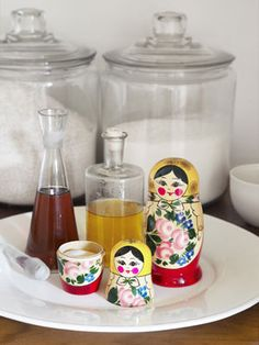 Love this! How to make salt-and-pepper shakers out of nesting matryoshka dolls. #crafts #projects