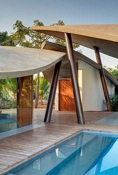 Leaf House (Casa Hoja): Marquesinas de Hormigón que Proporcionan Refugio y Sombra...  http://daviddelca.tumblr.com/post/65636391317/leaf-house-casa-hoja-marquesinas-de-hormigon-que
