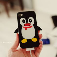 I love penguins!! Someone get me this case. :)