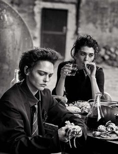 Sasha Pivovarova and Steffy Argelich by Peter Lindbergh for Vogue Italia May 2015 Peter Lindbergh, Editorial Photography, Street Photography, Portrait Photography, Fashion Photography, The New Yorker, Sasha Pivovarova, Portraits, Black And White Pictures
