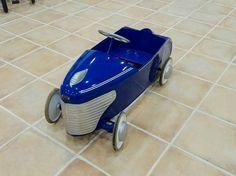 Espectacular coche a pedales de los años 50 de la marca #TORCK #juguetesantiguos  #oldtoys  #coleccionismo  #antiguedades  #decoracion  #antiques  #decor  #info@antiguitatsantjordi.com by antic_santjordi
