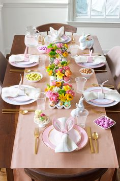 Easter brunch centerpiece is absolutely beautiful. Use eggs as vases for flowers.