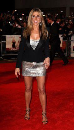 On the red carpet Jennifer Aniston Dress, Jeniffer Aniston, Jennifer Aniston Pictures, Girl Celebrities, Beautiful Celebrities, John Aniston, World Most Beautiful Woman, Beautiful Legs, Amazing Legs