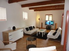 May we present to you http://www.homesud.co.uk/holiday-rentals-villa-CANNES-fiche-0084-3.html