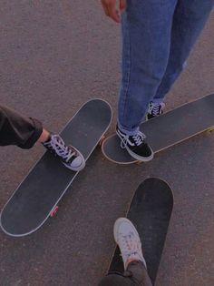 🖤lonerhijabi🖤 Aesthetic Indie, Summer Aesthetic, Aesthetic Photo, Skateboard Photos, Skateboard Girl, Penny Skateboard, Best Friend Pictures, Friend Photos, Best Friends Aesthetic