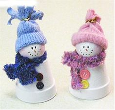 Small clay pot snowmen. made from clay pots & ping pong balls. (For easy kids craft, could use white styrofoam cup instead of clay pot & white foam florist balls)