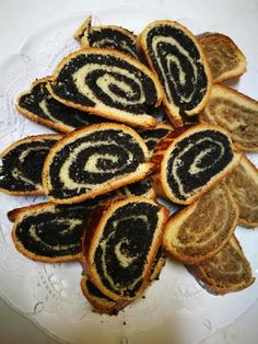 Walnut, poppy bejgli, I've been looking for a good recipe for a long time, it's very proven! Quick Recipes, Cooking Recipes, Hungarian Recipes, Hungarian Food, Baking And Pastry, Polish Recipes, Strudel, Cake Cookies, Fun Desserts