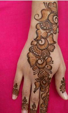 Round Mehndi Design, Latest Henna Designs, Henna Tattoo Designs Simple, Back Hand Mehndi Designs, Indian Mehndi Designs, Full Hand Mehndi Designs, Mehndi Designs For Beginners, Mehndi Designs For Girls, Mehndi Design Photos