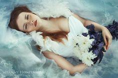 Fantasia e contos de fadas na fotografia fashion de Hanny Honeymoon
