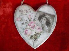 DSCN0981 Shabby Chic Christmas Ornaments, Christmas Baubles, Protea Art, Decoupage Art, Heart Crafts, Wooden Hearts, Valentine Decorations, Be My Valentine, Vintage Decor