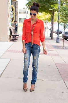 Wear a super long necklace with a button-down shirt for a fresh vibe.   Read more: http://www.gurl.com/2014/06/21/style-tips-on-how-to-wear-statement-necklaces-outfit-ideas/#ixzz3ZK4HBec9 #metalnecklace