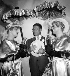 Actor Errol Flynn (center) escorts Miss Robert Mitchum (left) and Miss Burt Lancaster (right) at a Hollywood star drag gala - 1950 Golden Age Of Hollywood, Vintage Hollywood, Hollywood Stars, Classic Hollywood, Hollywood Men, Hollywood Icons, Hollywood Glamour, Old Movie Stars, Classic Movie Stars
