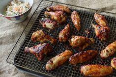 Συνταγή για μπάρμπεκιου! Φτερούγες κοτόπουλο με σάλτσα μπάρμπεκιου! Συνταγή για chicken wings από τον Άκη.