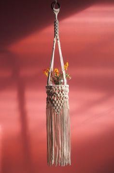 This is Vintage Macrame Plant Hanger Ideas 58 image, you can read and see another amazing image ideas on 90 Best Vintage Macrame Plant Hanger Creations gallery Macrame Hanging Planter, Macrame Plant Holder, Hanging Planters, Macrame Plant Hanger Patterns, Macrame Patterns, Macrame Knots, Micro Macrame, Macrame Curtain, Macrame Projects