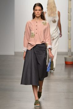 Spring 2015 RTW Creatures of Comfort Collection Runway Fashion, Spring Fashion, High Fashion, Fashion Show, Modest Dresses, Nice Dresses, Expensive Clothes, Ss 15, How To Look Pretty