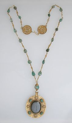 Necklace, 6th - 8th century Byzantine.  I have no idea how I missed this, but I totally want to attempt making one like this.