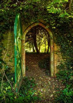 Medieval Gate, Hampshire, England (via Medieval Gate, Hampshire, England | The Best Travel Photos)