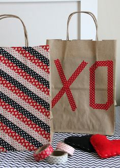 DIY Valentine's Day Washi Tape Gift Bags! Super easy. Super cute. #washitape