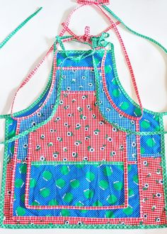 Sewing For Beginners Learning Learn how to sew an Apron with this free apron pattern. Available in 3 sizes: toddler/child tween and adult! Childrens Apron Pattern, Child Apron Pattern, Apron Pattern Free, Childrens Aprons, Bib Pattern, Kids Patterns, Free Sewing, Vintage Sewing Patterns, Sewing Tips