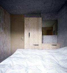 Wood and concrete bedroom Concrete Bedroom, Concrete Interiors, Concrete Walls, Concrete Design, Cement, Exterior Design, Interior And Exterior, Bar Restaurant Design, Restaurant Interiors
