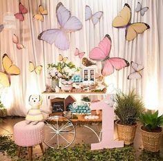 La imagen puede contener: flor y planta Butterfly Birthday Cakes, Butterfly Garden Party, Butterfly Birthday Party, Butterfly Baby Shower, Garden Birthday, Fairy Birthday, 1st Birthday Party For Girls, Girl Birthday Themes, Baby Girl Shower Themes