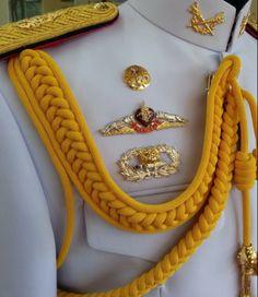 Army Uniform, Men In Uniform, Royal Thai Army, Military Dresses, Military Dress Uniforms, Military Fashion, Mens Fashion, Alternative Outfits, Gentleman Style