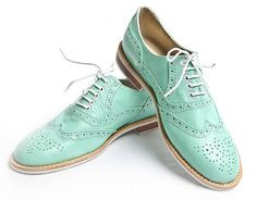 great wingtips... beautiful... color reminds me of a '57 chevy.