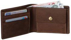 Portemonnaie OSLO Leder kaffeebraun - Max Leder. Die handliche Geldbörse aus braunem Büffelleder hat ein klappbares Münzfach mit Druckknopf, ein Notenfach und 3 Kreditkartenfächer, welche für genügend Platz sorgen. Der Geldbeutel OSLO ist aus Büffel Leder und von höchster Qualität. Mit diesem Leder Portemonnaie beweisen Sie einen guten Geschmack in Sachen Mode Accessoires.