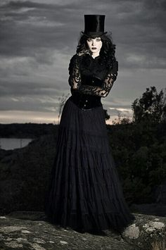 steampunk victorian Gothic daytime fashion the countess does downton