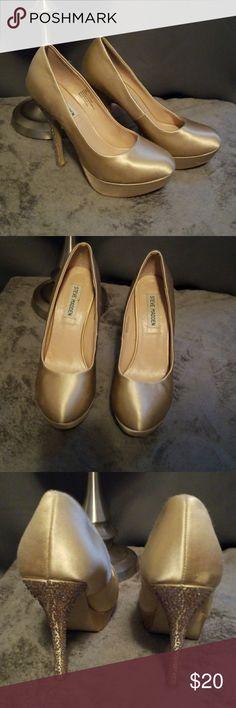 Gold pumps Gold pumps, rhinestones heels, used Steve Madden Shoes Heels