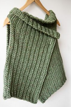 "Vertically crocheted ""Pistachio Wrap."" Pattern instructions at the designer's website - http://twoandsix.typepad.com/twoandsix/2010/06/wrapped.html"