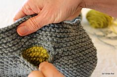 How to knit in a pocket tutorial from lori times five