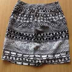 Mossimo skirt Black and white patterned skirt. Measures 20 in. Has deep pockets on side waist. Zips up on side with clasp closure. Mossimo Supply Co Skirts
