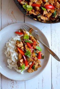 Karamelliseret svinekød i kokosmælk med grønt Asian Recipes, Ethnic Recipes, Yummy Mummy, Vegan Meal Prep, Vegan Kitchen, Dinner Is Served, Easy Cooking, Healthy Dinner Recipes, Food Inspiration