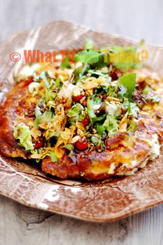 Tofu and egg omelettes are piled with fresh vegetables and dressed in peanut dressing. A light yet satisfying meatless meal you will enjoy eating Tofu Omelette, Indonesian Cuisine, Indonesian Recipes, Egg Dish, Breakfast Casserole, International Recipes, Healthy Smoothies, Asian Recipes, Vegetable Pizza